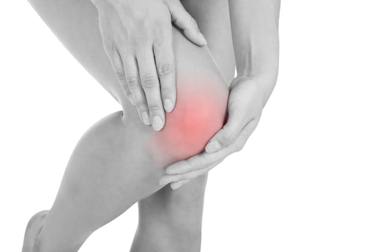 膝に水がたまる原因